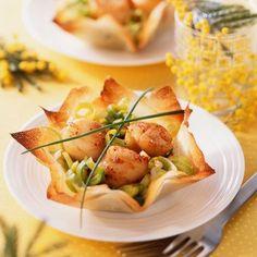 Croustillant de Saint-Jacques Plus Seafood Recipes, Cooking Recipes, Healthy Recipes, Fingers Food, Scallop Recipes, Fish And Seafood, Seafood Salad, Saint Jacques, Food Plating