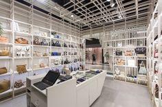 Витрина магазина Mynt flagship от Dear Design studio