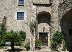 Love wine? Why not start producing it yourself at this country house in Capmany, Girona, Spain!