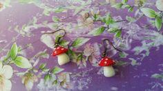 Boucles d'oreille champignon rouge en pâte fimo, sur ruban, fait main, création originale et artisanale : Boucles d'oreille par s-et-s-creations