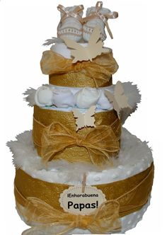 www.lacestitadelbebe.es Hoy os hemos preparado otra novedad, os presentamos nuestra nueva tarta de pañales Sueño Dorado, a la venta en nuestra web por 47.95!! La tarta contiene:  - 30 Pañales Huggies Super Seco de la Talla 3 (4-10kg) o Dodot 12 horas seco Talla 2 (3-6kg) - 2 pares de calcetines con forma de rosa color beige y blanco. - Patucos de punto de Artesanía Mac Ilusión. - Manta de topitos tacto suave 75 x 100 cm de Soft Touch, color beige.