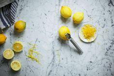 Ο,τι πρέπει να γνωρίζετε για τα λεμόνια & πώς θα τα χρησιμοποιήσετε στη μαγειρική και τα γλυκά σας!