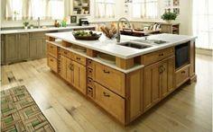 holzboden in der küche geräumige Kücheninsel mit Schränken und Spülehttp://cooledeko.de/kuchen/holzboden-in-der-kuche.html