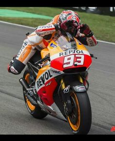 """Wet race or dry race?  Marc marquez """"swims"""" over the line at Assen 2014"""