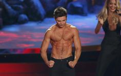 You have been granted permission to faint! (Zac Efron at the MTV Awards)