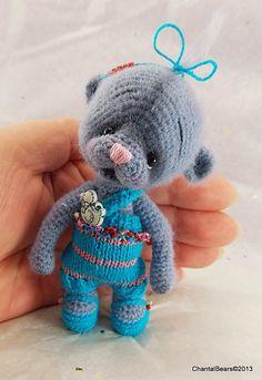 Honey, Miniature Thread Teddy Bear by Thread Artist Chantal. Crochet Bear, Cute Crochet, Crochet Animals, Crochet Toys, Amigurumi Toys, Amigurumi Patterns, Crochet Patterns, Ornament Crafts, Cute Bears