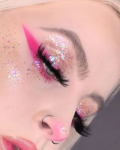 The Hottest Spring 2019 Makeup Trends to Try - Make-Up Clown Makeup Pretty, Cute Makeup, Makeup Looks, Maquillage Halloween, Halloween Makeup, Creepy Halloween, Pink Makeup, Beauty Makeup, Eye Makeup Art
