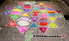 pour les fête de Pongal, toutes les femmes dessinent devant leur porte des kolams!