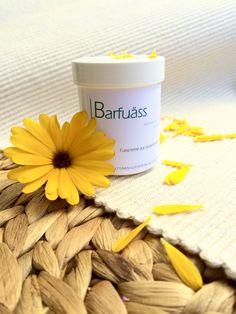 """Warum die Ringelblume ein wichtiger Inhaltsstoff der Fusscreme """"Barfuäss"""" ist?   Die Ringelblume (Calendula officinalis) verleiht der Haut regenerierende Kraft. Daher ist sie ideal für raue, rissige, gereizte und empfindliche Füsse. Tun Sie Ihren Füssen nach der Zeit des Barfusslaufens etwas Gutes und verwöhnen Sie sie mit der Fusscreme """"Barfuäss"""". Mugs, Tableware, Marigold Flower, Natural Health, Give Thanks, Life, Dinnerware, Tablewares, Mug"""