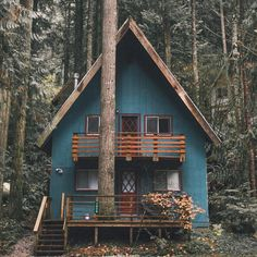 I like those exterior colors with that bright wood stain