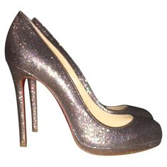 9855f00518f Buy second-hand CHRISTIAN LOUBOUTIN heels for Women on Vestiaire Collective.  Buy