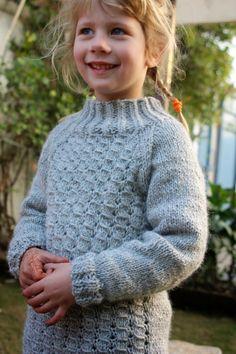 Knitmandu: Når man elsker et mønster....Snowflake sweater fra Paelas