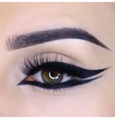 Graphic double winged eyeliner style