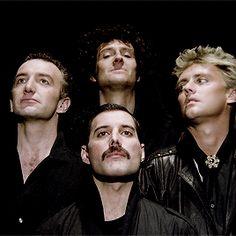 fahrenheit — Queen members recreating the 'Bohemian Rhapsody' Gif Queen Pictures, Queen Photos, Brian May, John Deacon, I Am A Queen, Save The Queen, Impression Poster, Queen Meme, Roger Taylor