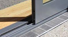 Dış Mekan/ İç Mekan eşik detayı- flush track at sliding door detail Concrete Patios, Sliding Glass Door, Sliding Doors, Door Design, House Design, Stacker Doors, House Extension Design, Door Detail, Patio Flooring