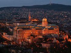 http://www.buscounviaje.com/ficha/mercadillos-de-navidad-en-budapest-128874?utm_source=Pinterest&utm_medium=Social+Media&utm_campaign=pinterestdiario  Buenos días viajeros, por fin es viernes! Empezamos el finde con una escapada a una de las ciudades más hermosas de Europa.  Viaje a Budapest 4 días desde 395 € con salida el 23 de diciembre