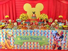 """""""Respeitável Público! Venham ver o maior e mais lindo espetáculo da terra! Uma família completa e feliz celebrando o primeiro ano de vida de João Pedro!…"""""""