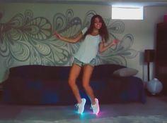 """Virales Video """"Schuhe mit Lichteffekten, 7 Farben für echte Diskotänzer"""""""