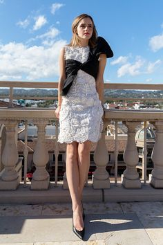""" Emma Watson photographed by Kerry Hallihan for ELLE UK "" Emma Love, Emma Watson Beautiful, Emma Watson Sexiest, The Most Beautiful Girl, Beautiful Women, Harry Potter Film, Hermione Granger, Emma Watson Outfits, Emma Watson Legs"