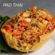 Pad Thai Spaghetti Squash Recipe by Tasty. FB Spaghetti Squash 4 Ways (Easy Dinner For Easy Dinner For 2, Clean Eating, Healthy Eating, Healthy Life, Cooking Recipes, Healthy Recipes, Thai Vegetarian Recipes, Healthy Pad Thai, Tasty Thai