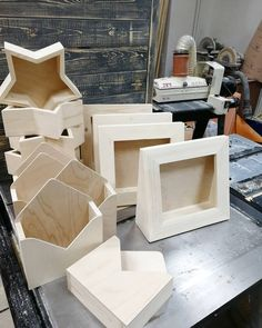 Wooden boxes ready for leather Wooden Crafts, Diy And Crafts, Natural Wood Crafts, Wood Packaging, Wedding Gift Baskets, Bois Diy, Flower Packaging, Small Wood Projects, Diy Party Decorations