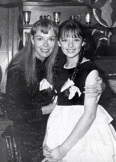 """: """"Angela Cartwright (Penny Robinson of Lost in Space) at June Lockhart's Halloween party, 1960s Tv Shows, Old Tv Shows, Photo Vintage, Vintage Tv, Sci Fi Tv, Sci Fi Movies, Lori Saunders, June Lockhart, Space Tv Shows"""