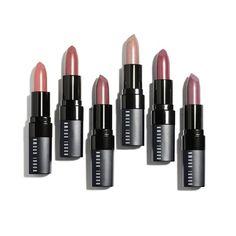 La colección de maquillaje de Bobbi Brown para esta primavera como su nombre lo indica se compone de tonos rosa con toques metálicos en dorado.