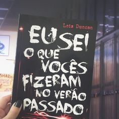 """Primeiríssima leitura de fevereiro! _ ""Eu sei o que vocês fizeram no verão passado"" tem um título que por si só já hipnotiza. _ O livro foi uma das…"" Cool Books, I Love Books, Books To Read, My Books, Love Reading, Reading Lists, Book Lists, Famous Books, World Of Books"