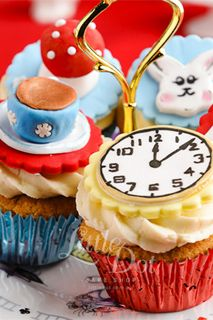 Alice in Wonderland Cupcakes - littledot.com.au