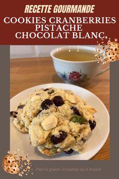 Pour changer des biscuits au chocolat noir, je vous propose de découvrir cette recette vraiment facile et délicieuse. La cranberry acidulée se marie à merveille avec le croquant de la pistache et la fondance du chocolat blanc. Avis aux gourmands ! Scones, Brunch, Cookies Et Biscuits, Tea Time, Cereal, Oatmeal, Breakfast, British, Food