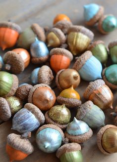 Home Decoration with DIY Style. Fall - DIY Decor Ideas: Paint Acorns for Fall Tablescapes — Home Stories A to Z Thanksgiving Crafts, Fall Crafts, Holiday Crafts, Holiday Fun, Crafts For Kids, Diy Crafts, Thanksgiving Table, Thanksgiving Decorations, Holiday Tablescape