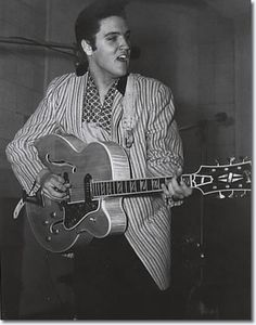 Elvis Presley - The King of Rock 'n' Roll - Elvis Presley 1957 - Every concert, studio recording and important event in Elvis Presley's Life from Memphis January 1957 to Christmas at Graceland Rock And Roll, Pop Rock, Elvis Cd, Scotty Moore, King Creole, Young Elvis, Jailhouse Rock, Heartbreak Hotel, Elvis Presley Photos