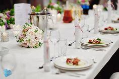 Co powiecie na takie przyozdobienie naszej Sali Wiedeńskiej? My nie możemy się napatrzeć!  Dekoracja: Pracownia Florystyczna NIEZŁE KWIATKI Photo: Dominika i Piotr Kobylscy | Fotografia ślubna #wedding #weddingtable