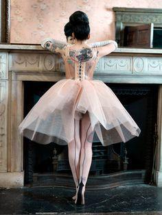 pretty girl fashion dress vintage classic tattoos ballerina dance tattoo ink pin up Unique Tattoo Girls, Girl Tattoos, Tatoos, Heart Tattoos, Rose Tattoos, Estilo Rock, Pin Up, Foto Art, Body Modifications