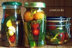 Das perfekte Zucchini & Cocktailtomaten – eingelegt-Rezept mit einfacher Schritt-für-Schritt-Anleitung: Zucchini putzen (evtl. entkernen), in Streifen…