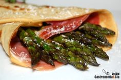 Serrano Cured Ham and asparagus wrap! Crepes Rellenos, Asparagus, Ham, Salad Recipes, The Cure, Sandwiches, Cooking, Ethnic Recipes, Wraps
