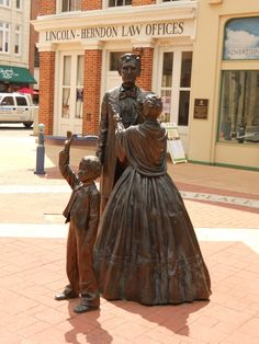Lincoln statue in front of Lincoln Herndon law office in Springfield Illinois