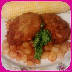 Dinner is served. Salmon croquettes, fried potatoes n fresh corn #ItzPretty #IKnoItLookGuud #Yummy