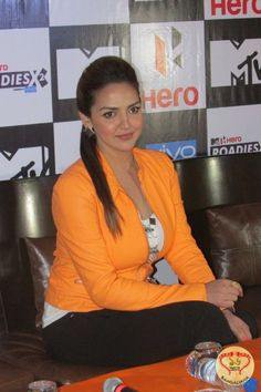 Bollywood actress Esha Deol, boxer Vijender Singh, Rannvijay Singh and Karan Kundra were in Kolkata for the promotions of the twelfth season of MTV Roadies X2. : http://sholoanabangaliana.in/blog/2014/12/19/mtv-roadies-x2-auditions-in-kolkata-esha-deol-boxer-vijender-singh-rannvijay-singh-and-karan-kundra-in-the-city-as-judges/#ixzz3MM0v5ucT