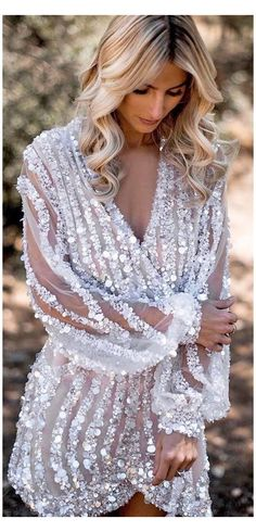 24 Hot Sexy Short Wedding Dresses #formal #dresses #short #wedding #formaldressesshortwedding Short wedding dresses are the ideal option for the conventional bride who's searching for a bit of comfort. They can be as gorgeous as a long gown. Besides, short style is more comfortable and if you are holding a beach wedding. So, we offer to you a massive selection of wedding dresses accessible! Blue Wedding Guest Dresses, Bridesmaid Dresses Plus Size, Formal Dresses For Weddings, Best Wedding Dresses, Short Reception Dresses, Amazing Wedding Dress, Dress Wedding, Formal Dresses With Sleeves, Unique Dresses