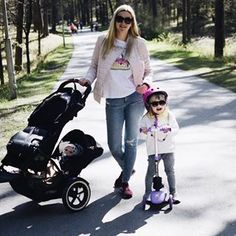 stroll with ease & style! a phil&teds inline stroller is the perfect partner to you parenting day! Double Strollers, Baby Strollers, Phil And Teds, Travel Cot, Travel System, Inline, Travel With Kids, Baby Car Seats