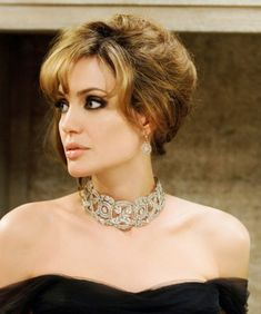 Angelina Jolie& Classy Hairstyle from The Tourist, Copper Blonde Angelina Jolie Peinados, Angelina Jolie Blonde, Angelina Jolie Makeup, Angelina Jolie Style, Classy Hairstyles, Celebrity Hairstyles, Down Hairstyles, Wedding Hairstyles, Hairstyles 2018