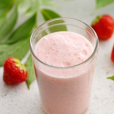 Smoothie Lassi, Glass Of Milk, Smoothies, Panna Cotta, Mad, Ethnic Recipes, Smoothie, Dulce De Leche, Smoothie Packs