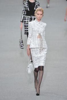 Chanel Spring 2009 Ready-to-Wear Fashion Show - Elsa Sylvan (OUI)