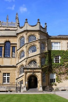 The Jackson Staircase at Hertford College - early inspired by the Chateau de Blois - Oxford, England Oxford England, England Uk, London England, Cornwall England, Yorkshire England, Yorkshire Dales, Beautiful Buildings, Beautiful Places, Brighton