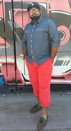 Today's reader photo comes from a guy with some of the most finely groomed facial hair we've ever seen. His clothes aren't bad either. Mens Plus Size Fashion, Big Men Fashion, Chubby Fashion, Plus Size Men, Look Plus Size, Blazer Plus Size, Polo Shirt Design, Fashion Bubbles, Navy Chinos