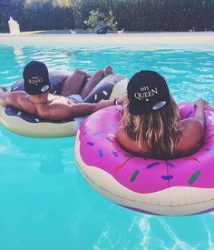 fotos tumblr na piscina com namorado na boia
