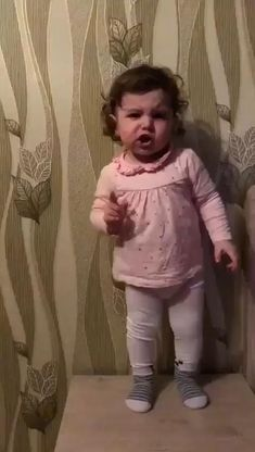 Cute Funny Baby Videos, Cute Funny Babies, Funny Baby Memes, Funny Videos For Kids, Funny Short Videos, Funny Video Memes, Funny Animal Videos, Cute Kids, Funny Laugh