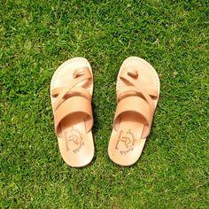 Sunny Santa Monica 🌞 #yooying Jerusalem, Santa Monica, Designer Shoes, Sunnies, Footwear, Sandals, Fashion, Shoes Sandals, Moda