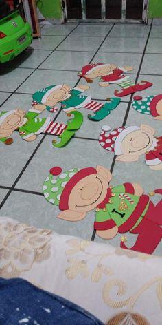 Duendes para el aula Christmas Yard Art, Christmas Door Decorations, Christmas Drawing, Easy Christmas Crafts, Christmas Wood, Christmas Photos, Christmas Projects, All Things Christmas, Handmade Christmas